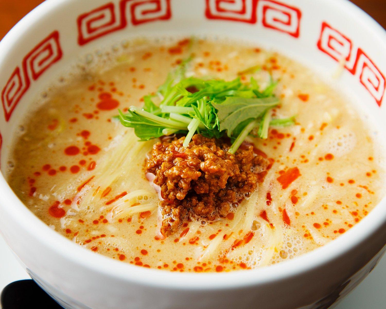 担々麺980円。辛さはラー油の量で調整し、20辛まで選べる。