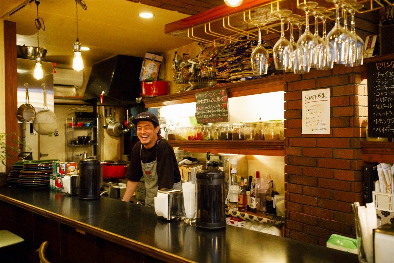 南インドのミールスなど混ぜて食べる文化は東京にも浸透しつつあるが、「大阪スパイスカレーが流行る前から関西にはカレーを混ぜて食べる習慣がありました」と遠藤さん。