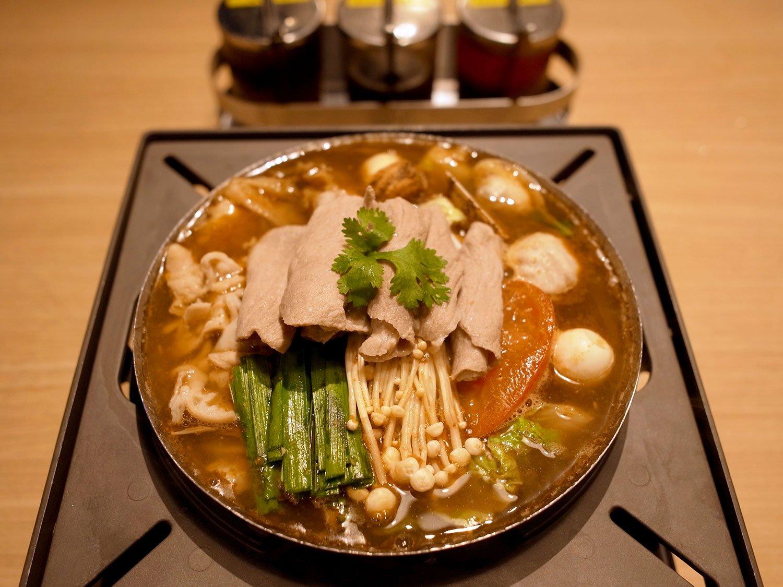ハウススペシャル鍋1628円。