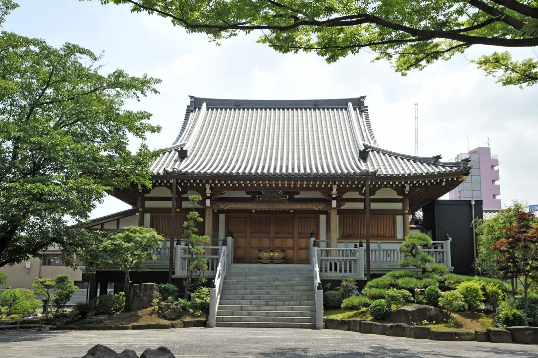 2011年に「金剛組」という日本最古の宮大工集団によって建設された本堂。