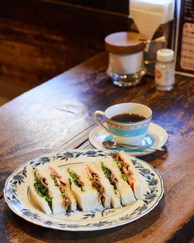 生姜焼きサンド700円。+200円でコーヒー付きに。