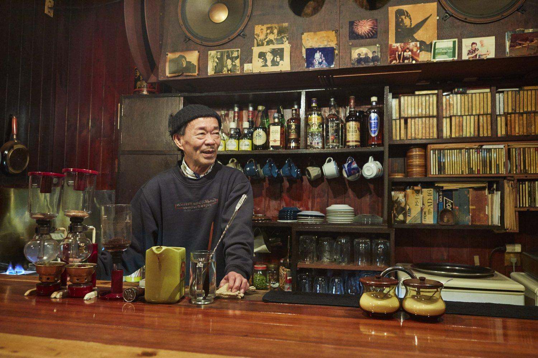 『鈴』はジャズ喫茶ながら、ジャンルにとらわれない選曲が魅力。