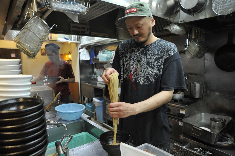 「まだまだ作りたい素材のラーメンがあります」と店長の石井功二郞さん。