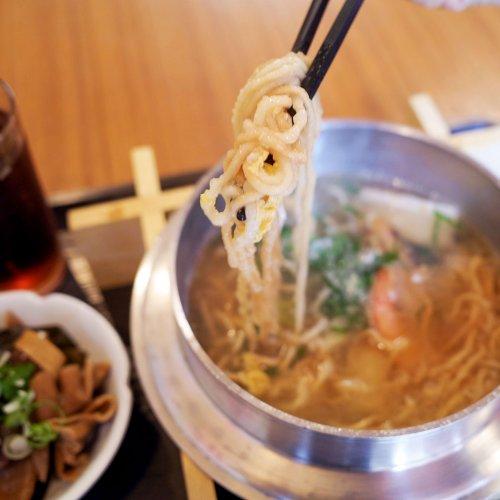 インスタントラーメンの元ネタ? 台南のディープな名物・鍋燒意麵にノドを鳴らす。高田馬場『茗鑫台南美食』
