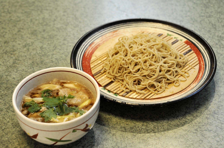 黒宝豚のバラ肉の旨味が溶け込んだ黒宝豚せいろ1350円。