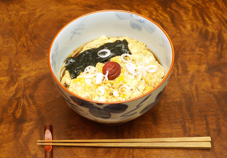 梅とじそば1100円。
