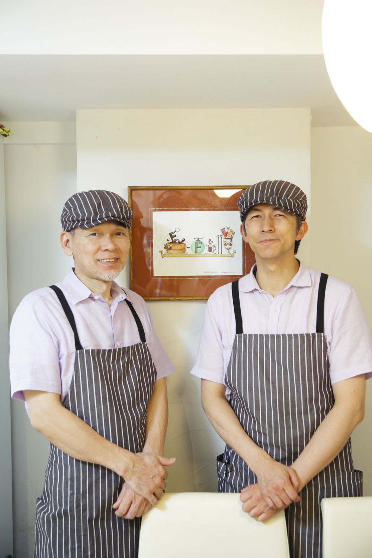 神田にあった『万惣フルーツパーラー』で働いていた川島克之さん(右)と其田秀一さんが、赤坂で開店。