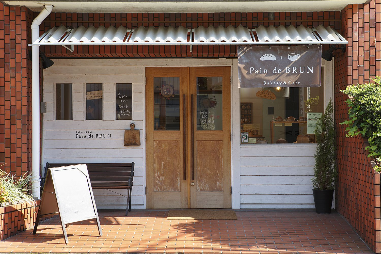 店内にはカウンター席も4席あり、グリーンスムージーや「本日のスープ」も注文できる。