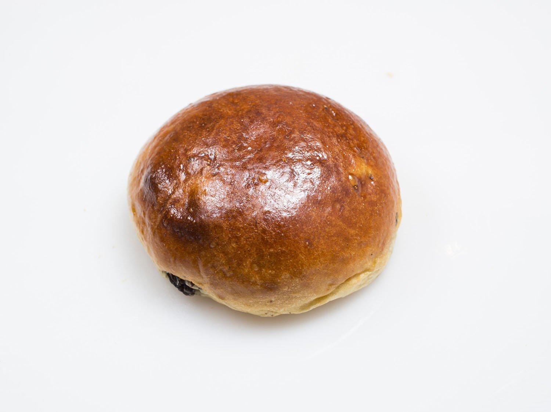 ブドウパン(4 個入り)350円。