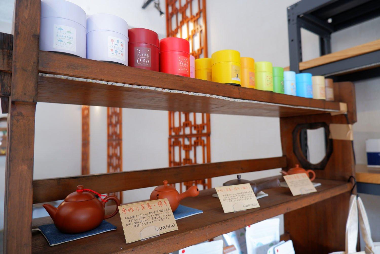 茶葉や茶器も販売。