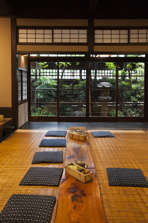 1階の入れ込み座敷は、江戸時代の形をそのまま残した風情になっている。