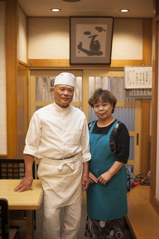 店主の松田篤徳さんと美智子さん夫婦。