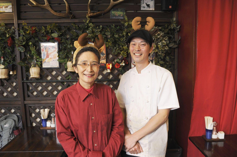 原田三枝子さん、大輝さん。家族経営の気取らないお店だ。