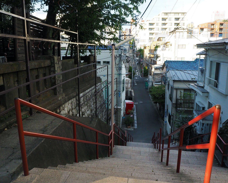 『君の名は。』ラストシーンの舞台、須賀神社の階段。