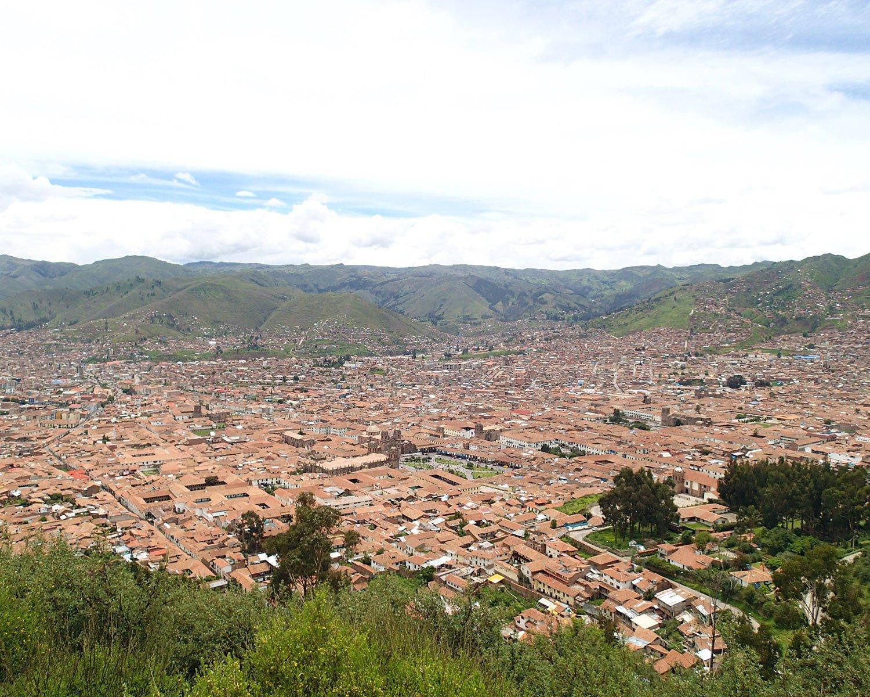 吉玉が2014年に撮影した、ペルーの首都・リマ。丘の上からスリバチを見下ろす構図で撮っています。ちなみにペルーは夫と行ったため、迷子にはなってません。