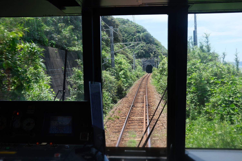 佐賀によく行きますが、免許持ってないので、電車移動。松浦鉄道などローカル線の旅が楽しい。車窓からの写真は、露出が難しいけど、うまく撮れると実にいい感じ。 ●F4.5 ●1/340秒 ●ISO320 ●Provia