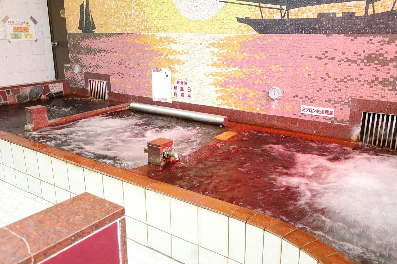 左から、低温イオン木炭風呂、ジェットマッサージ風呂、ミクロン気泡風呂。
