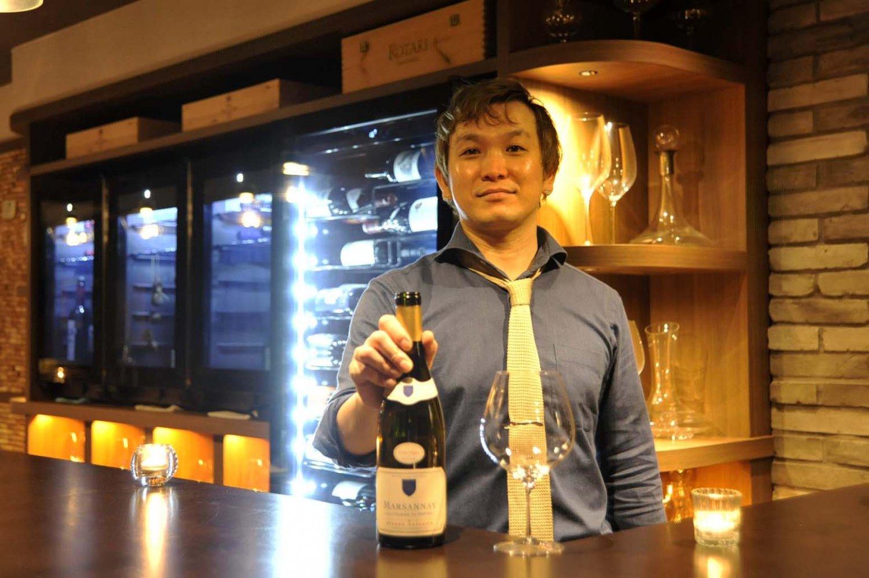 「常に気を配っていないと、数カ月経つと味が変わってしまう」と、管理の難しさを話す店長の小林さん。