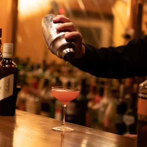 看板の灯りはほとんど灯さず32年。赤羽にある人生という名のバー『COUNTER Bar Life』