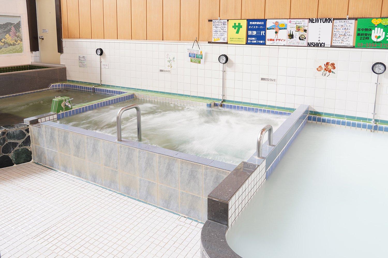 左から、水風呂、深風呂、超音波ジェットバス・超音波ミクロバブルバス、ミルク風呂