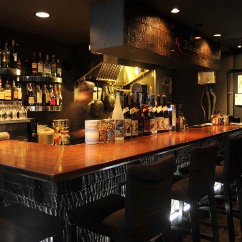刺し身がうまいダーツバー? 蒲田『Bar Diavolo(ディアボロ)』は、フレンドリーな雰囲気と充実した料理が自慢