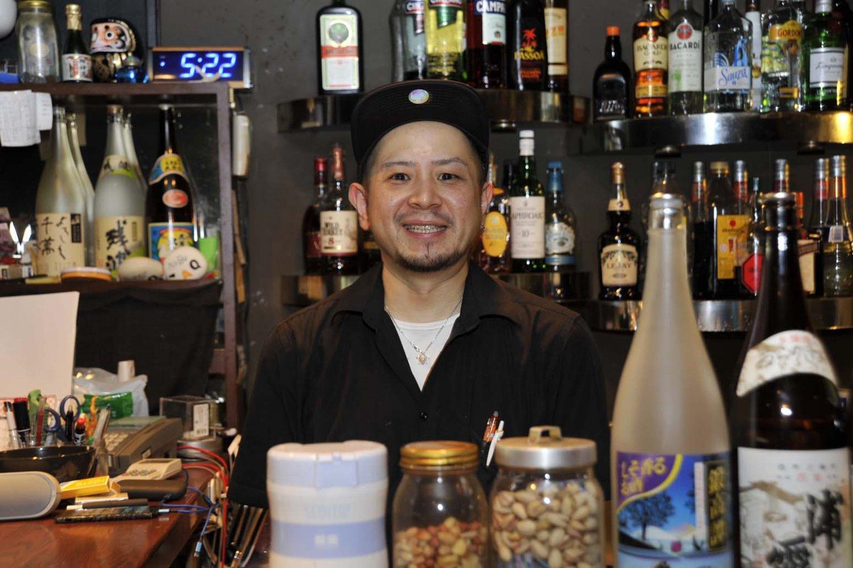 「ダーツが売りでもあるのですが、しっかり食事ができるダイニングバーを目指しています」と谷川店長。