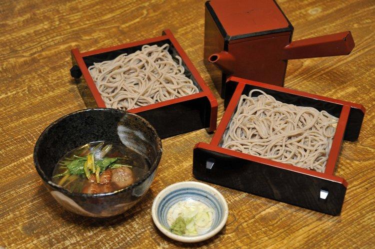 蒲田の『蕎麦ひさ奈』では、粋な大人がそば前を楽しむ