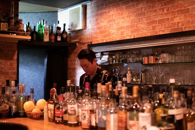 店主の太田知昭さん。かつては目白のバーで働いていた。