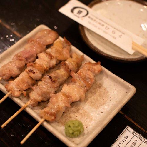 赤羽で、日本酒と焼き鳥をしっとりと楽しみたい時は『日本酒と備長炭串焼き ひらく』へ。