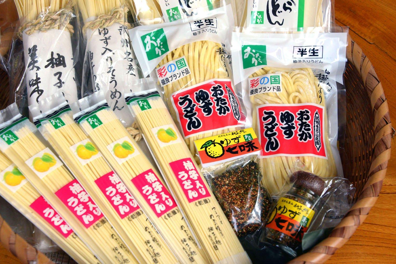 乾麺、半生麺、七味など各種あり家でも味わえる。買い物のみも可能。