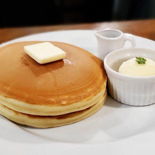横浜中華街にあるこだわりのカフェでパンケーキと固めのプリン『CHILLULU COFFE(チルルコーヒー)』~黒猫スイー...