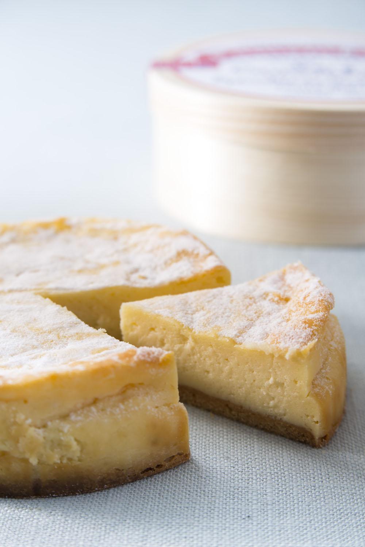 カマンベールチーズケーキ12cmホール2851円。