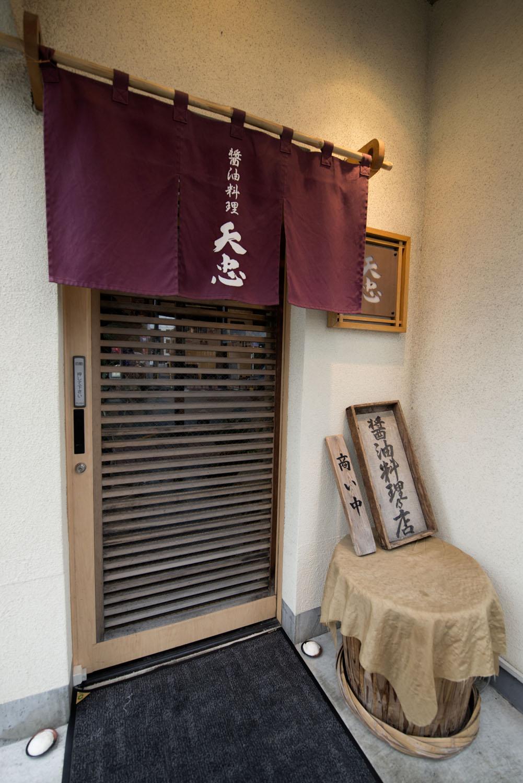 店内では「日本一しょうゆ」一番しぼり442円なども販売。