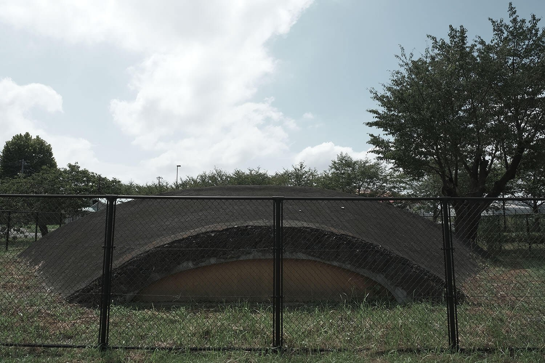 大沢1号掩体壕の後ろ側。内部は補強されているため、通気穴は塞がれている。