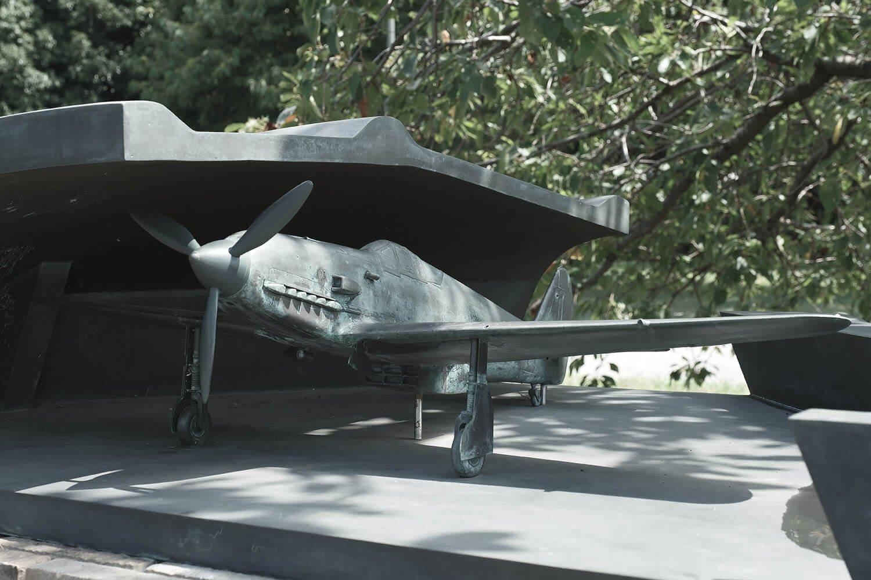 飛燕の模型も精巧な造形である。余談だが調布の飛燕は日本軍機には珍しく派手な塗装で、よくプラモデルの「モデル」になっている。