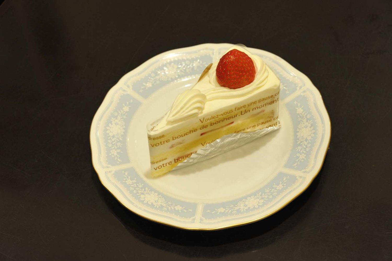 スイーツはケーキ630円(ドリンクセット1030円)、自家製シフォンケーキ650円(ドリンクセット1100円)、創業以来の名物焼き菓子であるフィナンシェ1枚230円などを用意する。