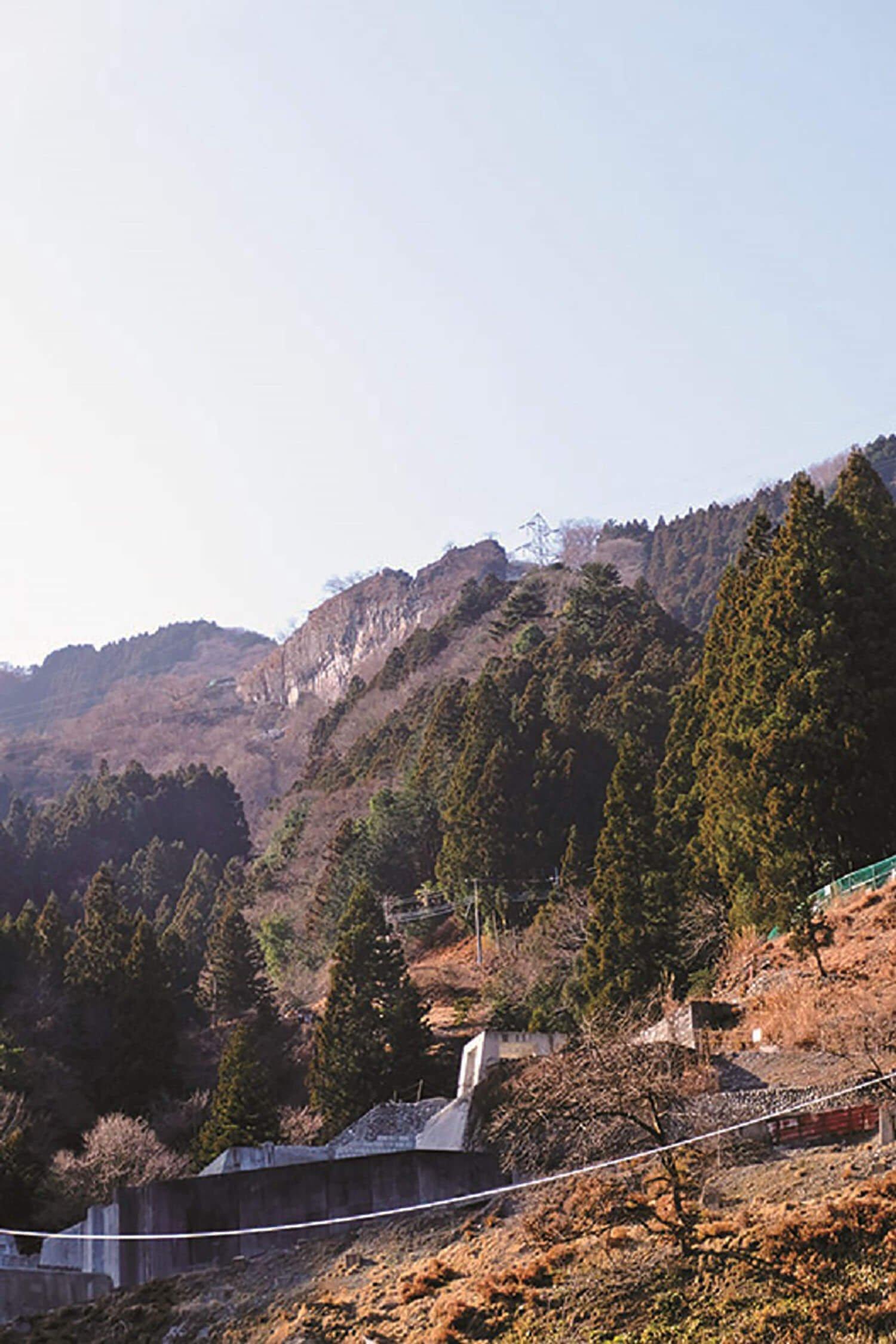 白岩から下りてくると鉱山跡があった。2015年に閉山した武蔵白岩鉱山。