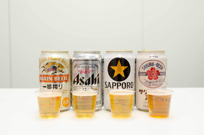左からキリン一番搾り生ビール、アサヒスーパードライ、サッポロ生ビール黒ラベル、サッポロ サクラビール2020 各217円。