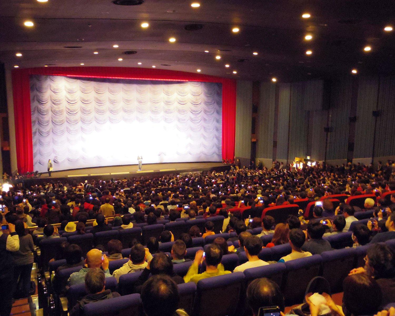 「ミラノ座」最後の上映『E.T.』終了後の場内。