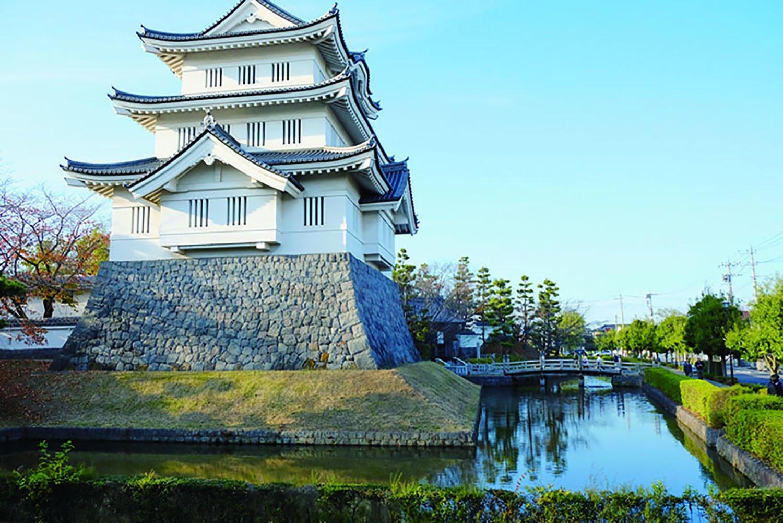 1988年に忍城の本丸跡に再建された御三階櫓。この櫓が丸墓山古墳から見える。