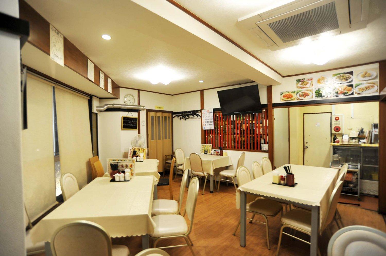 2階にはテーブル席と個室があり、グループでの利用はこちらになる。