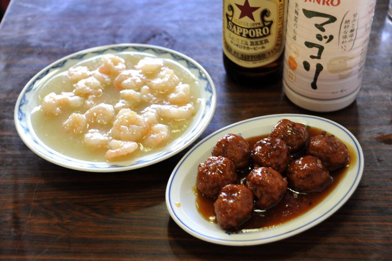 肉だんご(小)8個650円・(大)16個1200円、エビうま煮880円。ともに素材の旨味を存分に引き出した料理だ。
