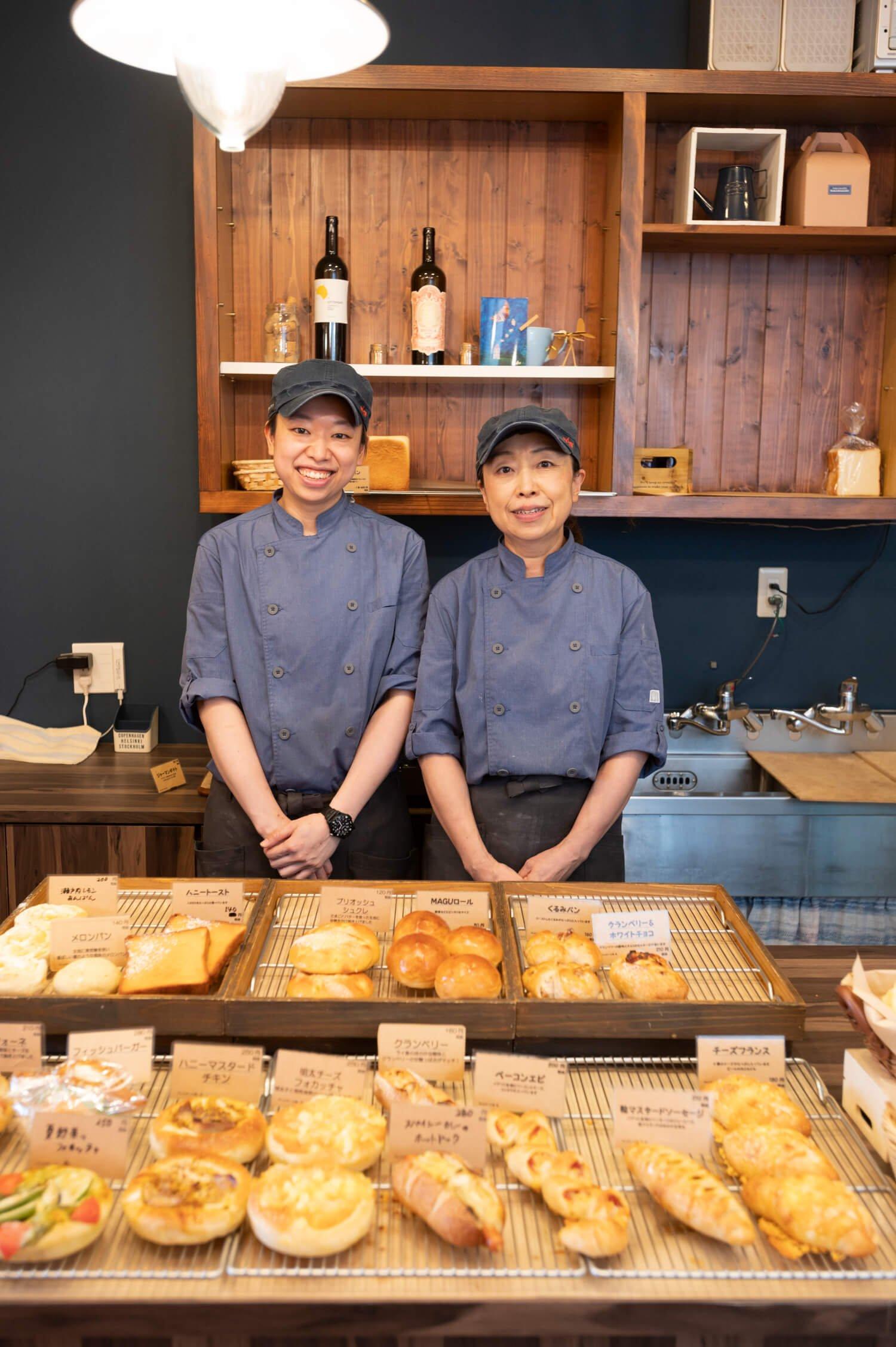 普段は厨房につきっきりの間藏さん(右)と看板娘の千裕さん。