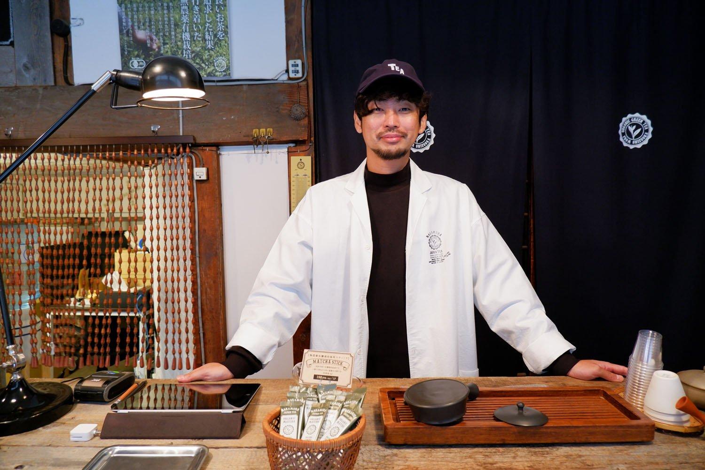 店主の西形圭吾さん。