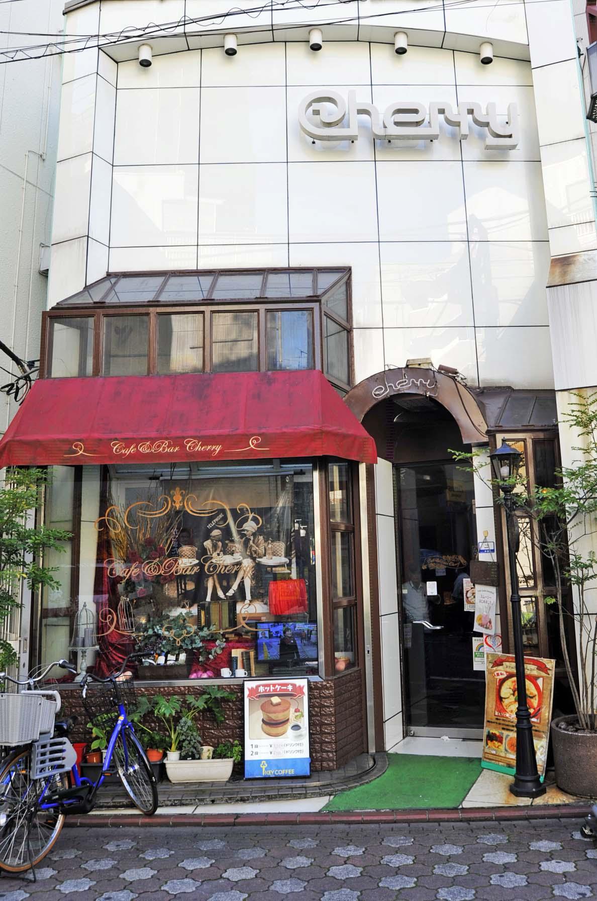 店頭には自転車も置かれている。これも地域に愛される店の証拠だ。