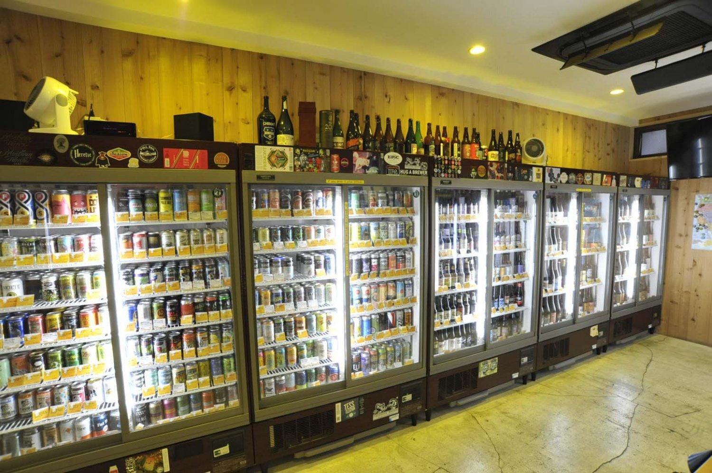 """思わず""""パケ買い""""したくなるようなユニークなイラストのクラフトビールも多い。"""