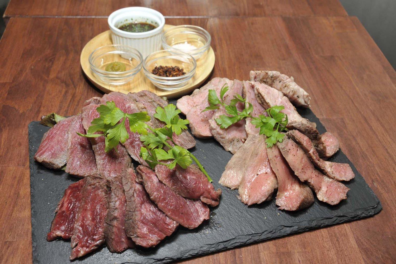 「お肉4種盛り合わせ」はクラフトビールととも是非とも味わいたい。