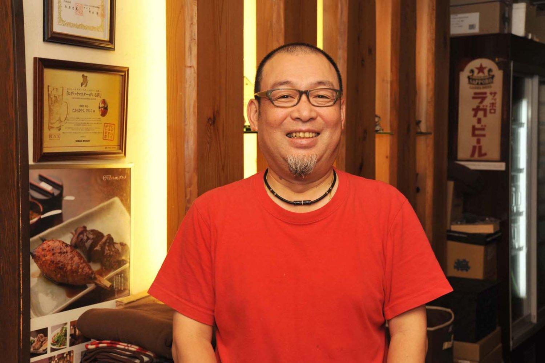 「食材と調味料、そして炭にこだわっています」と話す店主の高林正隆さん。