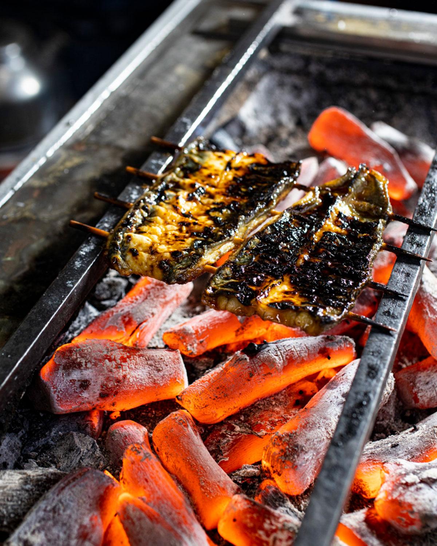 創業時から継ぎ足したタレで、皮と身の食感を大切に焼き上げる。