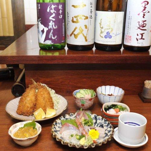 新鮮な旬の魚介類と地酒が楽しめる神田の立ち飲み屋『魚祥』でちょっと一杯